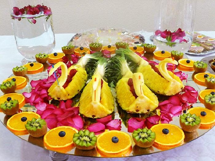лебеди из ананаса