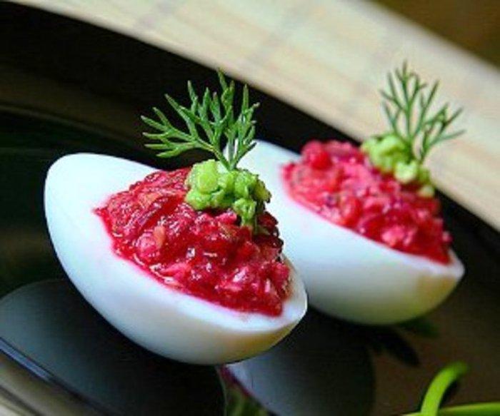 Яйца со свеклой