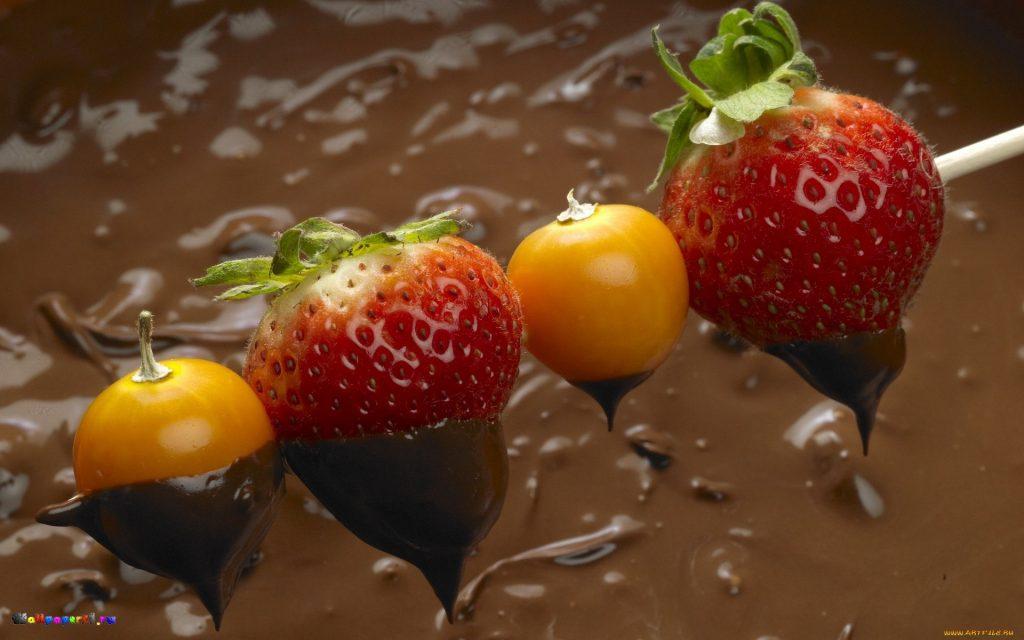 полить десерт растопленным шоколадом
