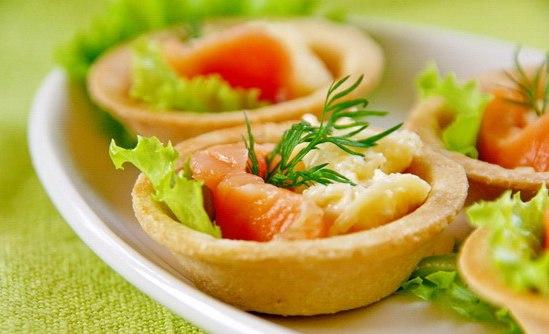 Салат в тарталетках «Рыбный сюрприз»