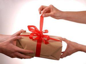 подарок с бантиком