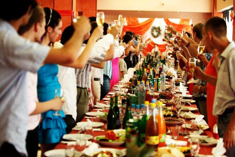 гости на свадебный банкет