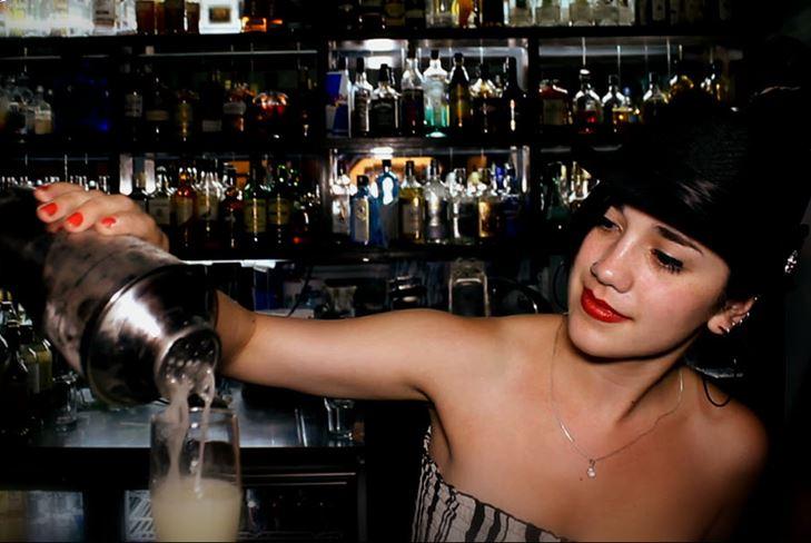 Что подарить Для девушки-бармена