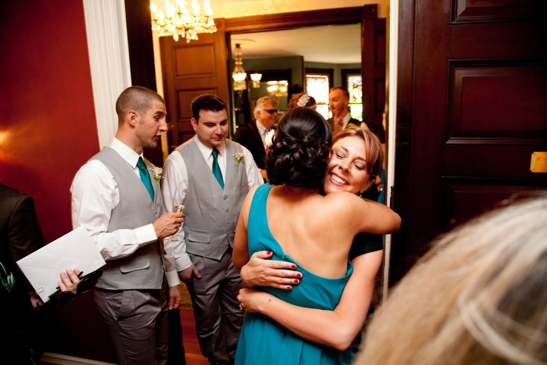 Пришли в гости девочки и парень, Подружки пришли в гости к парню, а он их оттрахал на 22 фотография