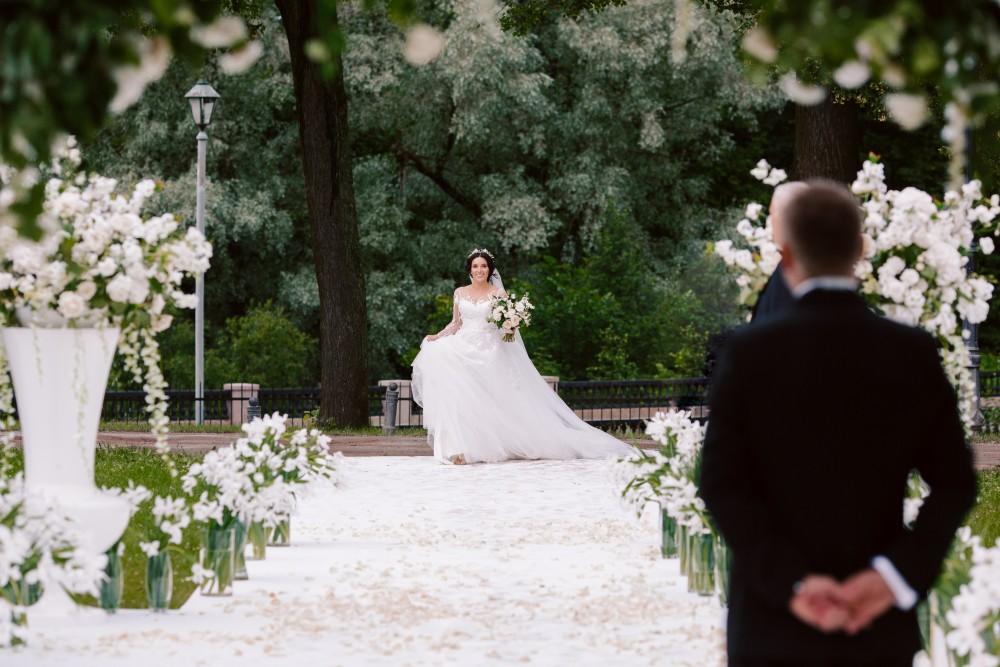 принесете друг другу клятву в вечной любви и супружеской верности