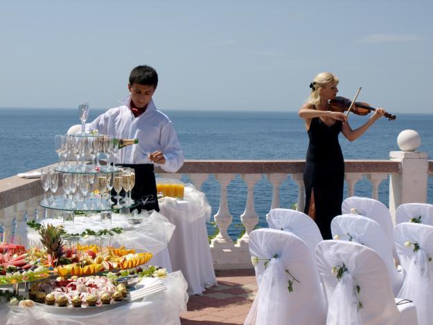 http://catering-spb.ru/meropriyatiya/svadbyi/