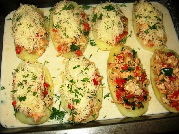 Лодочки из картофеля, начиненные курицей и овощами