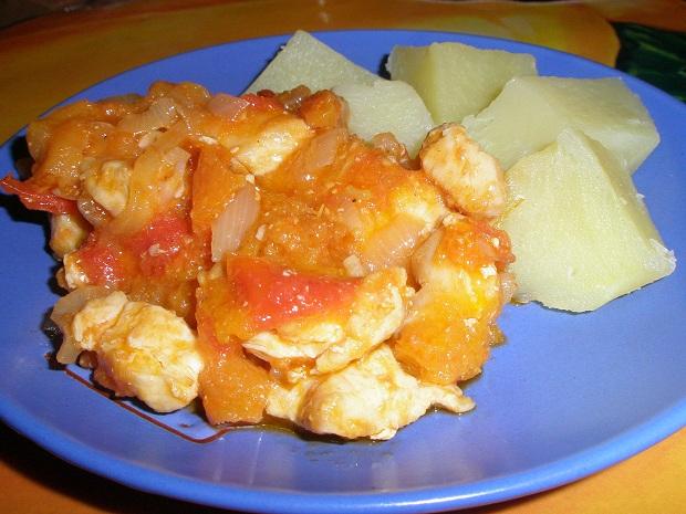 Тушеная курочка с абрикосами