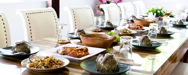Обеденный стол для горячих блюд