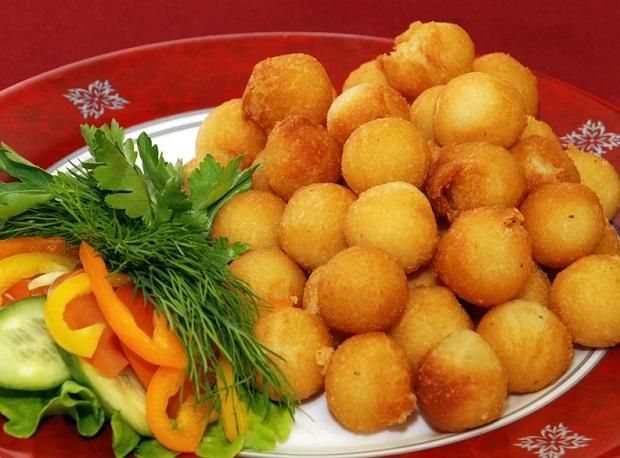 Картофельные шарики с фаршем из белых грибов