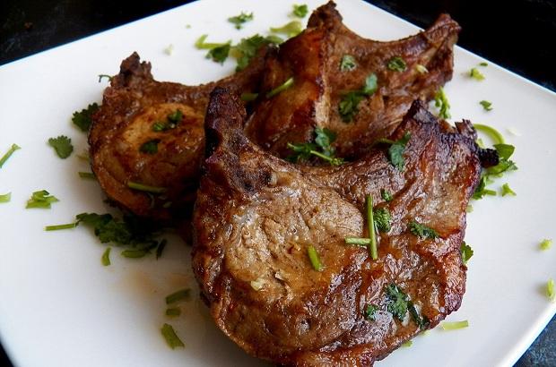 Отбивные из свинины с кориандром