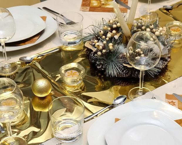 Украшение новогоднего стола лентами