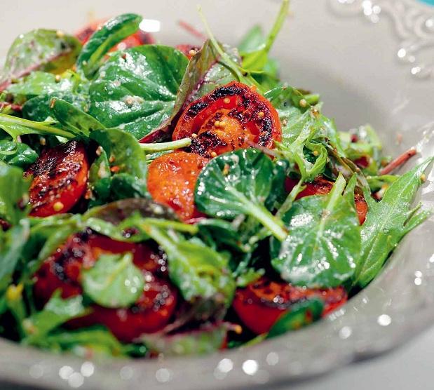 Салат из помидорной поджарки с йогуртом